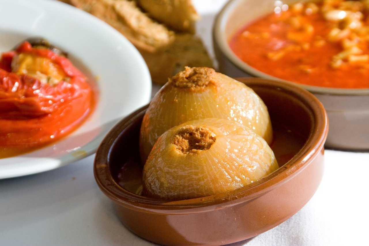 Les cebolles rellenes en El Entrego